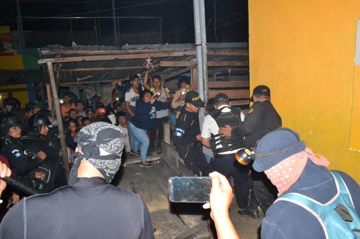 Desalojan a comerciantes en Zacapa y varios resultan intoxicados