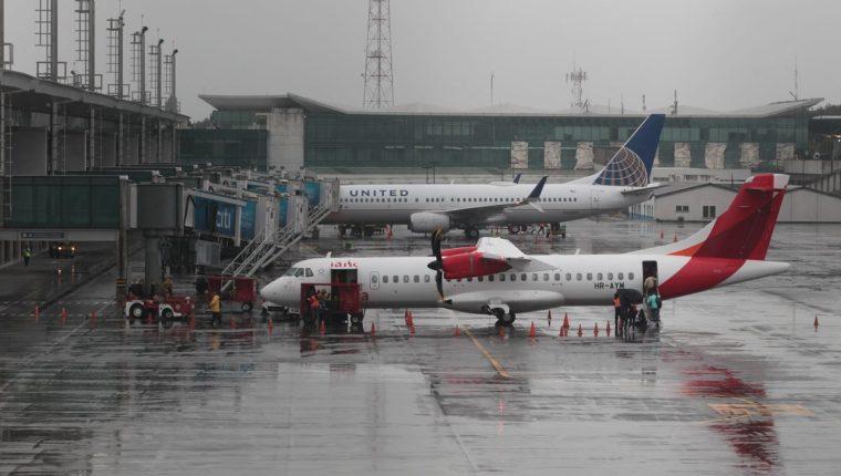 Guatemala tiene la oportunidad de firmar 22 convenios de transporte aéreo, pero esto se van a firmar hasta que no se elimine la doble tributación. (Foto: Prensa Libre: Hemeroteca)