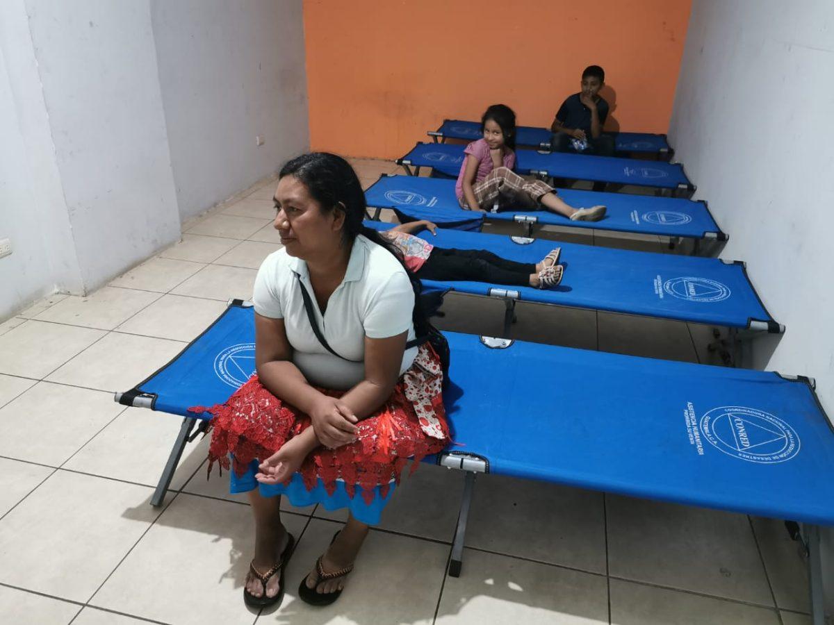 Luego de pensarlo mucho, primeras familias de Peronia llegan a un albergue provisional