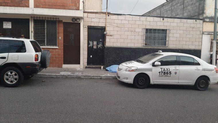Lugar donde fue ultimado a balazos un hombre en la zona 5. (Foto Prensa Libre: Andrea Domínguez).