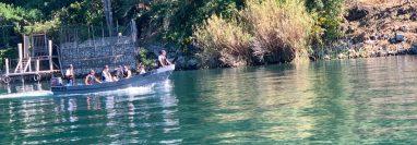 Hoy se cumplen 72 horas de búsqueda del lanchero que cayó en aguas del Lago de Atitlán. (Foto Prensa Libre: Conred)