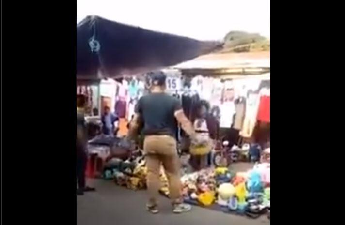 MP investiga video donde un hombre agrede a varias personas en mercado de Barberena