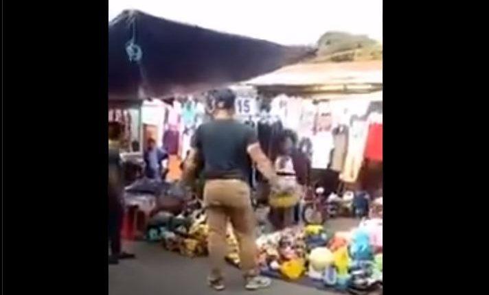 El Ministerio Público investiga este video para identificar a la persona que agredió a comerciantes. (Foto Prensa Libre: captura de pantalla)