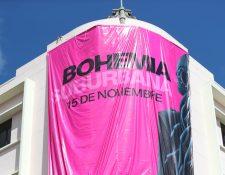 Bohemia Suburbana coloca manta en edificio de zona 1 capitalina. (Foto Prensa Libre: Keneth Cruz)