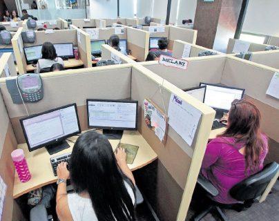 Según varios sectores que empezaron a implementar la contratación por tiempo parcial, como centros de llamadas & BPO, la  suspensión de parte de la CC restó certeza a este tipo de contrataciones. (Foto Prensa Libre: Hemeroteca)