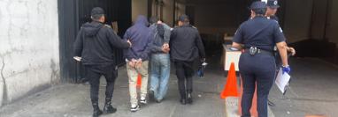 Capturados por el ataque en la zona 7 de la capital. (Prensa Libre: PNC).