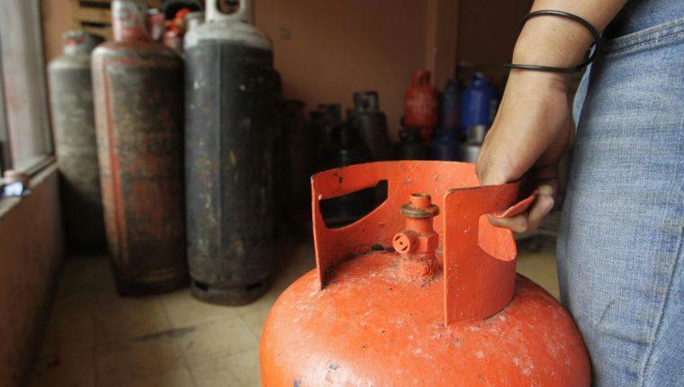El precio del cilindro de gas subió Q10 este fin de semana y el de 25 libras se cotiza en Q110 al consumidor. (Foto Prensa Libre: Hemeroteca)