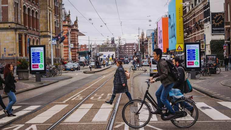 Un informe de la OMS pide garantizar en las ciudades transportes públicos. (Foto Prensa Libre: Unsplash)