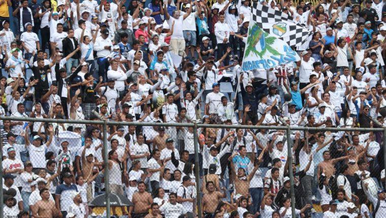 El objetivo del plan es que la afición siga yendo al estadio en un ambiente de seguridad. (Foto Prensa Libre: Hemeroteca PL)