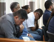 Las cuatro personas enjuiciadas por el caso Construcción y Corrupción escuchan la sentencia del Tribunal de Mayor Riesgo D. (Foto Prensa Libre: Carlos Hernández)