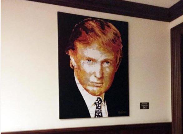Uno de los cuadros que el presidente Donald Trump compró con donaciones. (Foto Prensa Libre: Enrique Acevedo / Univisión)