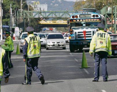 De acuerdo con la PMT, los agentes deben intervenir en las horas de más tránsito para que no se bloqueen las intersecciones. (Foto referencial: Hemeroteca PL)
