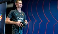 Barcelona's Dutch midfielder Frenkie De Jong arrives for a press conference at the Joan Gamper Sports City training ground in Sant Joan Despi, on November 26, 2019 on the eve of the UEFA Champions League Group F football match between FC Barcelona and Borussia Dortmund. (Photo by LLUIS GENE / AFP)