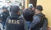 Los operativos se desarrollan en varias zonas de la capital. (Foto Prensa Libre: PNC)