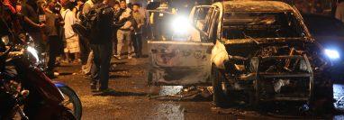 Un enfrentamiento entre policías de la comisaría 14 e Inspectoría General ocasionó los disturbios. (Foto Prensa Libre:  Carlos Hernández Ovalle)