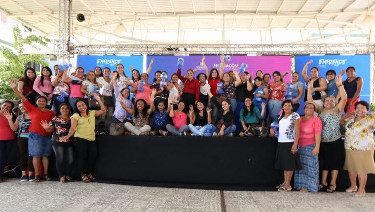 Mujeres emprendedoras luego de participar en la edición de Emprende Fest en Chiquimula. (Foto Prensa Libre: Cortesía Mineco)