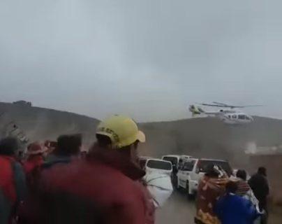 La avioneta busca aterrizar segundos después del despegue.
