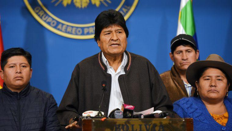 Presidente de Bolivia, Evo Morales, anuncia su renuncia por televisión. (Foto Prensa Libre: AFP)