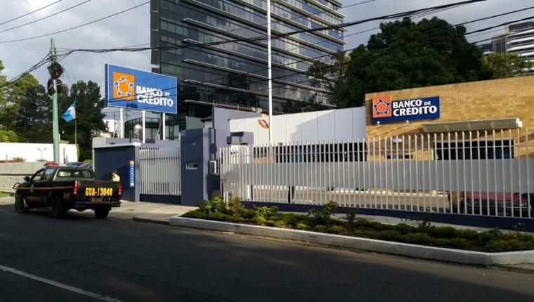 Oficinas del Banco de Crédito, S.A. en 2015. (Foto Prensa Libre: Hemeroteca PL)