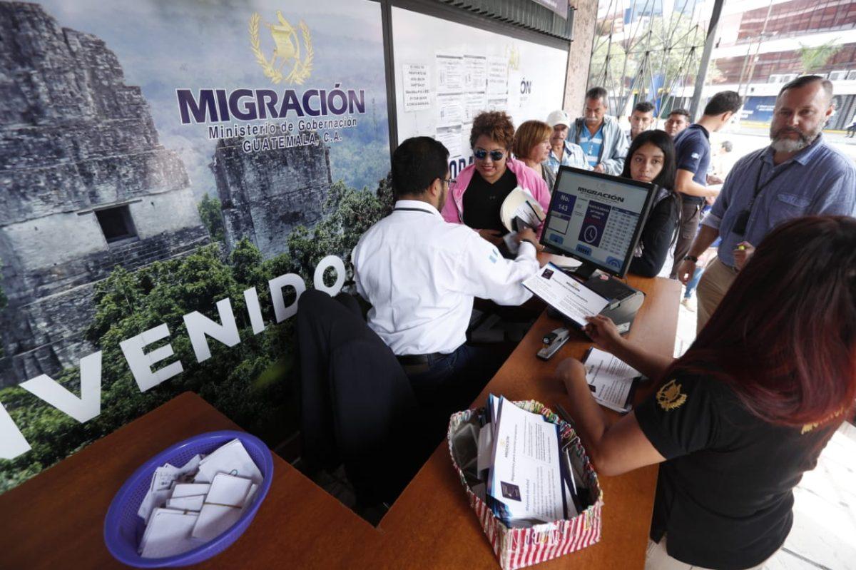 Sistema de emisión de pasaportes falla en medio de intención de tercerizar el servicio