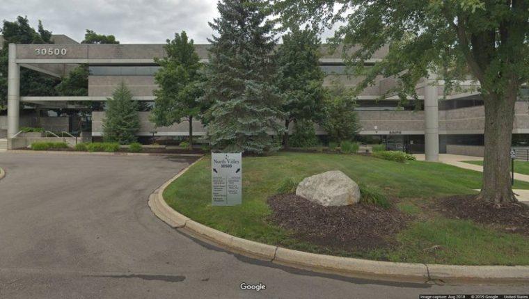 La Universidad de Farmington supuestamente usaba oficinas en este edificio de Michigan. (Foto Prensa Libre: Google Maps)
