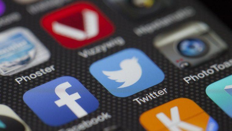 Los datos de Facebook y Twitter fueron expuestos a los desarrolladores a través del error de la tienda de aplicaciones. (Foto Prensa Libre: Pixabay)