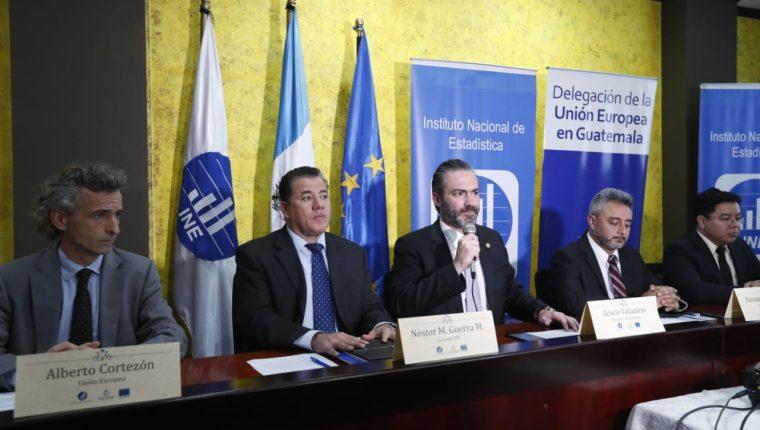 Autoridades del Ministerio de Economía, INE y representantes de la Unión Europea, en conferencia de prensa, dan a conocer resultados preliminares del censo de empleados públicos. (Foto Prensa Libre: Esbin García)