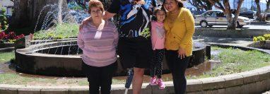 Jesús Ramírez y su familia intentan sobreponerse del terremoto del 7 de noviembre del 2012. (Foto Prensa Libre: Whitmer Barrera)