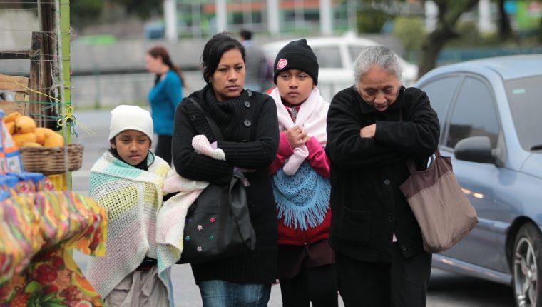 En las próximas horas el territorio guatemalteco podría ser afectado por el primer frente frío de la temporada, que provocará lluvias, incremento del viento y bajas temperaturas, según el Insivumeh. (Foto Prensa Libre: Hemeroteca)