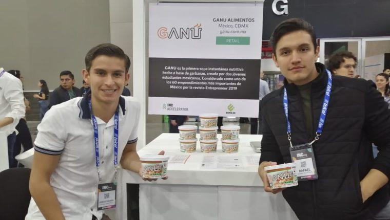 Daniel Sánchez y Rafael Álvarez creadores de la sopa instantánea de garbanzo Ganu. (Foto Prensa Libre: Natiana Gándara)