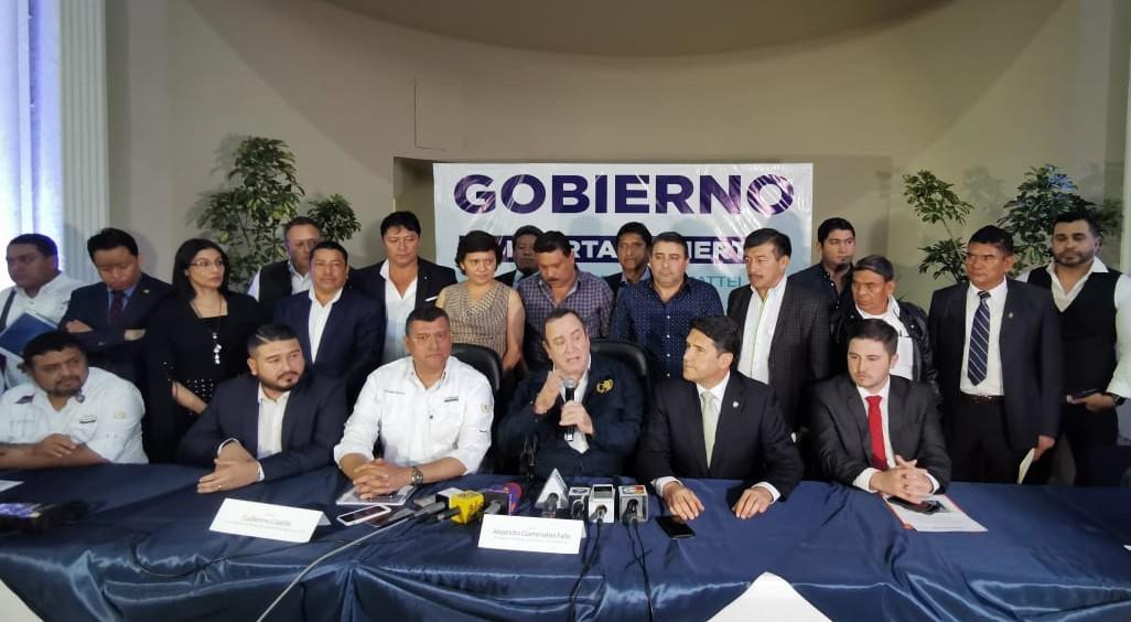Giammattei promete entregarle la administración del Aeropuerto La Aurora a la Municipalidad