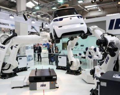 Los brazos robóticos son parte de los ejemplares de la cuarta revolución industrial, que involucra las redes 5G. (Foto Prensa Libre: Hemeroteca)