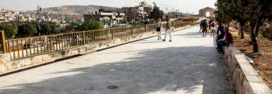 El lugar donde fueron apuñalados varias personas en las ruinas romanas de Gerasa, a 50 kilómetros al norte de Amán, el 6 de noviembre de 2019. (Foto Prensa Libre: AFP)