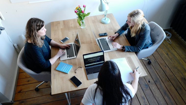 Existen varias condiciones que tiene que ofrecer la compañía para cumplir con el proceso de innovación. (Foto Prensa Libre: Unsplash)