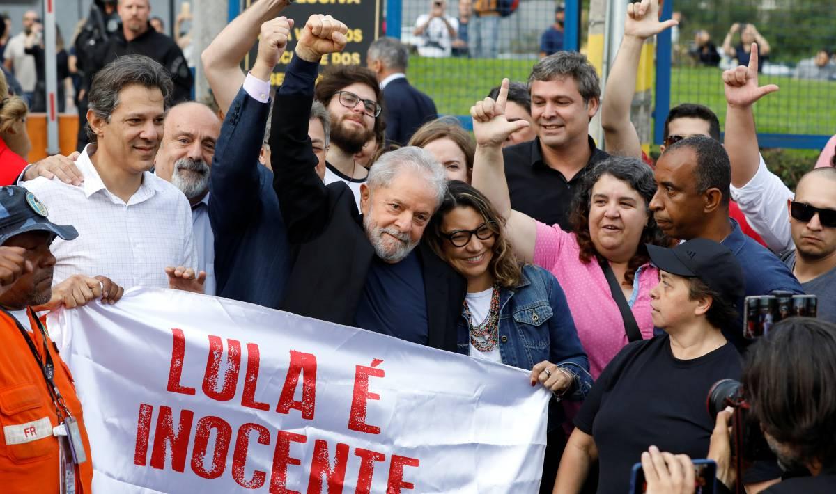 Expresidente Lula da Silva sale de la cárcel 1 año y 7 meses después