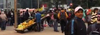 Varios maestros se preparan para la manifestación desde El Obelisco.