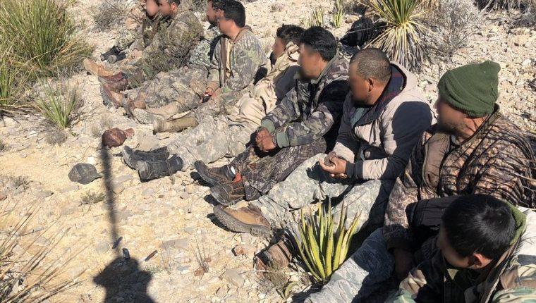 Un grupo de diez migrantes guatemaltecos y mexicanos fue interceptado por la Patrulla Fronteriza de EE. UU. el viernes 15 de noviembre. (Foto Prensa Libre: Control Borders Patrol)