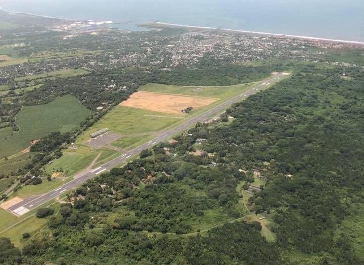 Por qué se habilitó el Aeropuerto de San José mientras reparan la pista de La Aurora