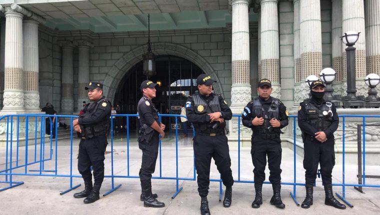 Para 2020 hay un compromiso salarial para los agentes de la PNC que las nuevas autoridades deberán de cumplir. (Foto Prensa Libre: Hemeroteca)