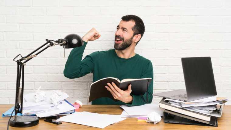 Hay muchas empresas que están dispuestas a pagar por incorporar publicidad dentro de los podcast. (Foto Prensa Libre: Shutterstock)