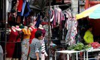 Vendedores en mercados , son los que más préstamos hacen a los colombianos, según la comuna de Mixco.(Foto Prensa Libre: Esbin García)