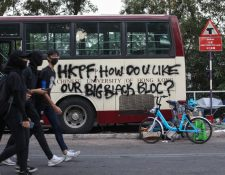El transporte público fue paralizado por varios días de protestas. (Foto Prensa Libre: EFE)