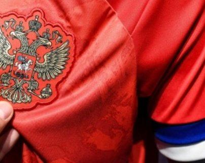 Adidas y la federación rusa frenaron el uso de la nueva camisola. (Foto Prensa Libre: AFP)