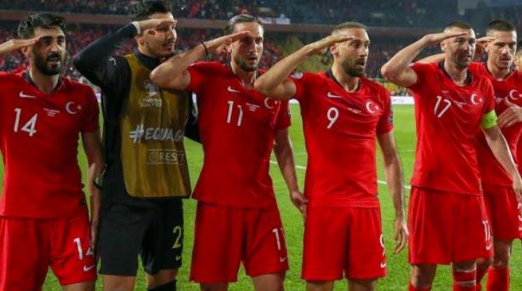 Los jugadores de Turquía causaron polémica por el saludo militar en apoyo a las fuerzas militares. (Foto Prensa LIbre: TRT)