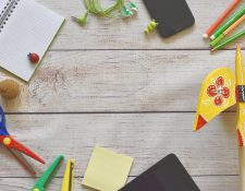 Si debe cambiar a sus hijos de establecimiento educativo, intente comunicarse con ellos de forma asertiva. (Foto Prensa Libre: Servicios).