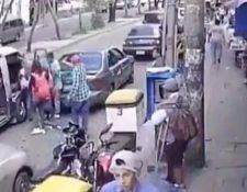 El ataque armado quedó grabado en un video que circuló por las redes sociales. (Foto Prensa Libre: captura de pantalla)