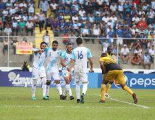 Los jugadores de la Selección Nacional se divirtieron frente a los aficionados. (Foto Prensa Libre: Francisco Sánchez)