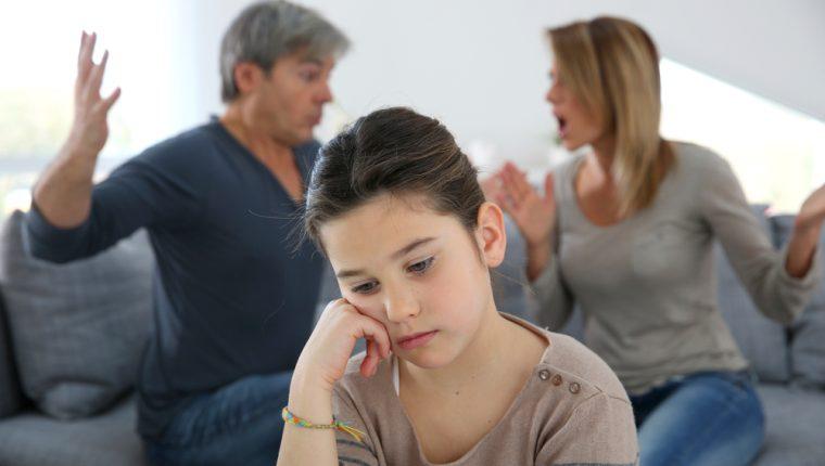 Los niños, al percibir la separación, se cuestiona cuán importantes siguen siendo para sus padres. (Foto Prensa Libre: Servicios).