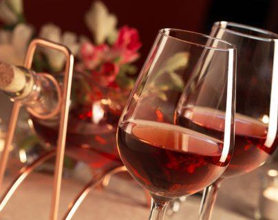 El vino rosado es en una excelente alternativa para los días calurosos o para combinar con recetas de sabores delicados. (Foto Prensa Libre: Servicios).