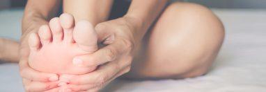 Si presenta calambres en los dedos o en los pies, preste mucha atención y busque especialistas para tratarse. (Foto Prensa Libre: Servicios).